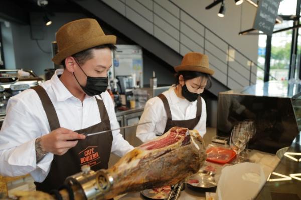 맛있는 와인과 식료품을 경험할 수 있는 포도내음 와인아울렛 & 까페 보케리아